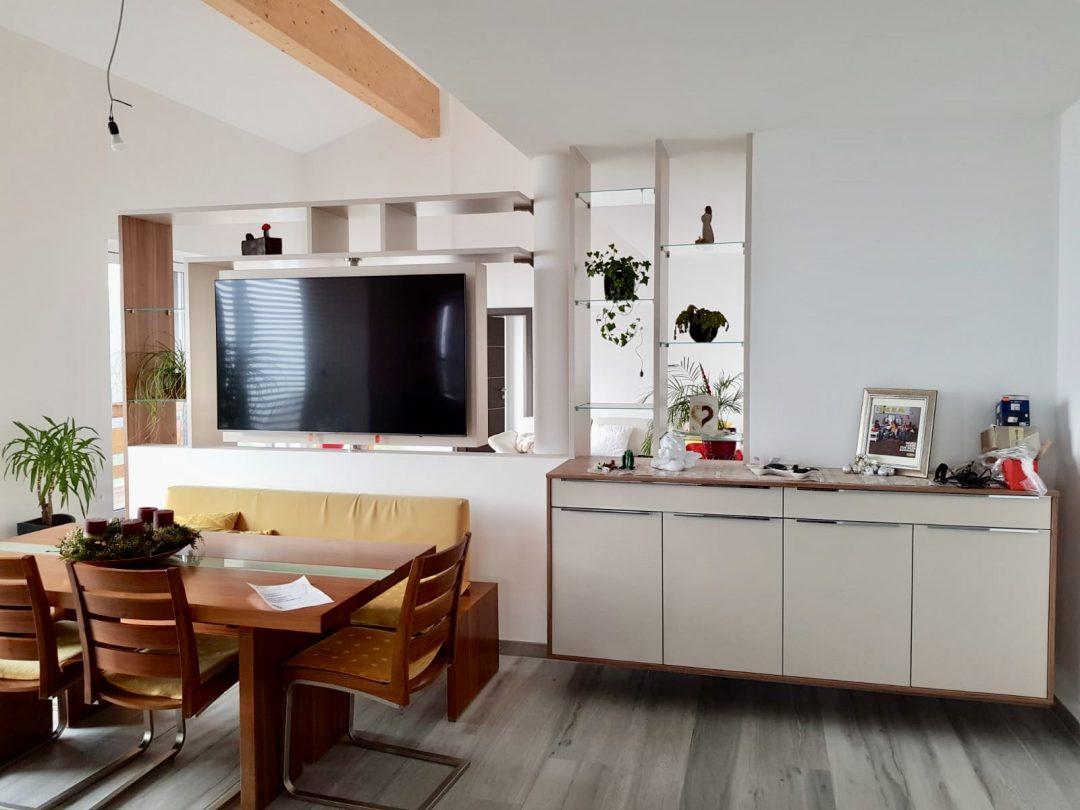 Raumteiler mit drehbarer TV Säule (Grafenstein)